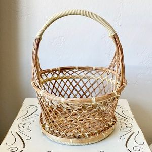 Unique vintage wicker basket with handle